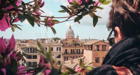 Рим наладони вкомпании римлянина