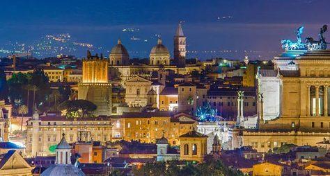 Вечерний Рим наавтомобиле спанорамной крышей