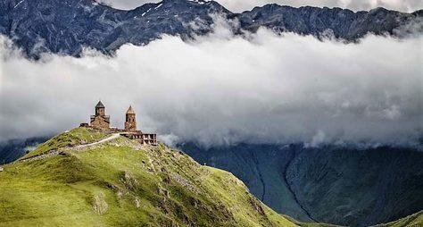 Монастырь наКазбеке— «высоко над семьею гор»
