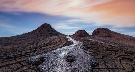 Загадки Гобустана, грязевые вулканы иисцеляющая святыня