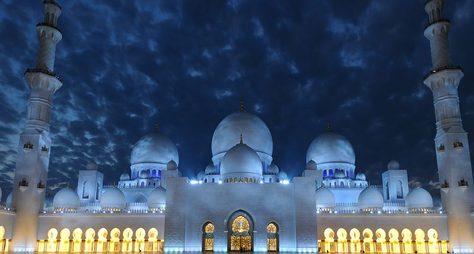 Вечерний Абу-Даби спосещением королевского дворца