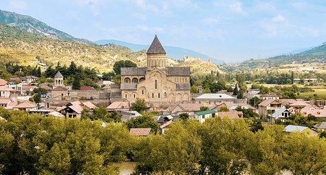 Архитектурное ожерелье Мцхеты— христианские храмы иантичный Уплисцихе