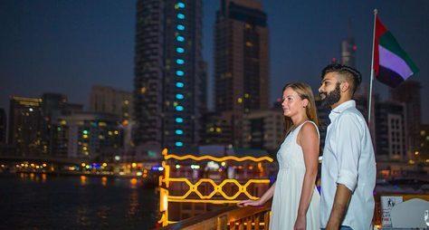 Ужин ивечернее шоу наарабской лодке доу— вДубай изШарджи