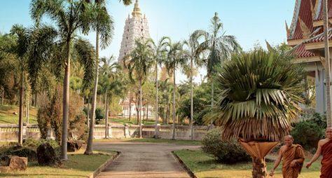 Храмовый комплекс Ват Ян, китайский музей изолотой Будда